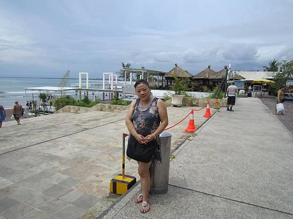 2011.1.29~2.2-峇里島-4-全世界最小的SOGO百貨-6(SOGO外圍海景PUB-宮主).JPG