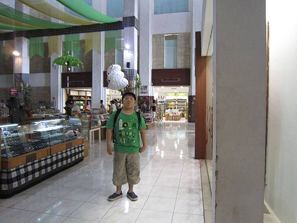 2011.1.29~2.2-峇里島-4-全世界最小的SOGO百貨-3(小少爺).JPG