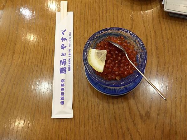 99.2-北海道-函館朝市-15(魚蛋生食).JPG
