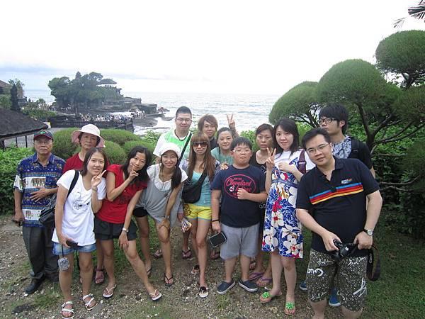 2011.1.29~2.2-峇里島-3-印度教聖地~海神廟-3(團員合影).JPG