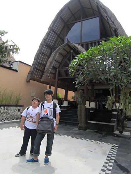 2011.1.29~2.2-峇里島-5-MUTIARA JIMBARAN VILLA(金巴蘭區)Check in大廳.JPG