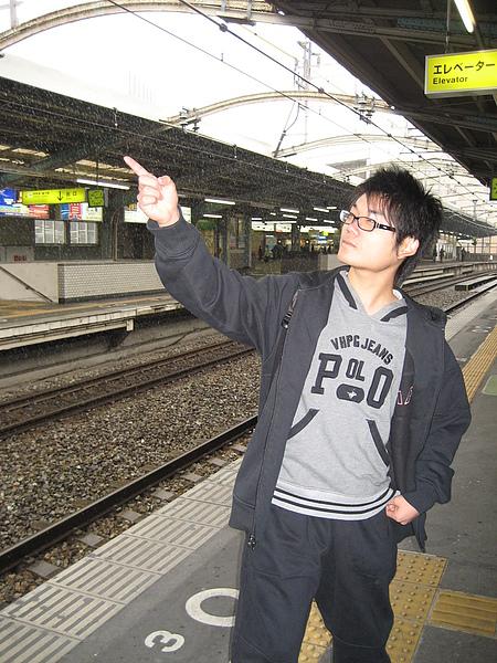 97.2-大阪-5(電車月台).JPG