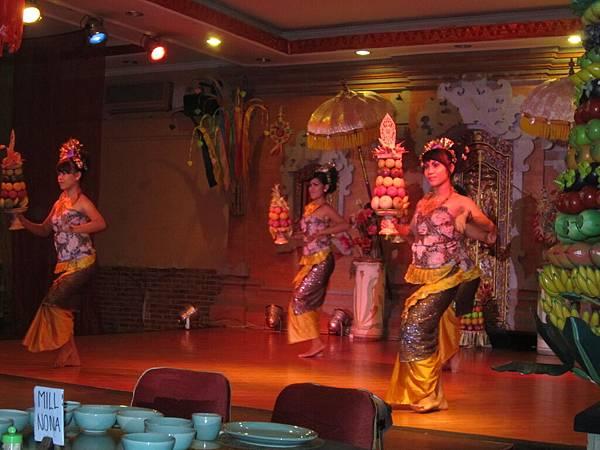 2011.1.29~2.2-峇里島-4-珍寶皇家貴族秀餐館-8(皇家貴族秀表演).JPG