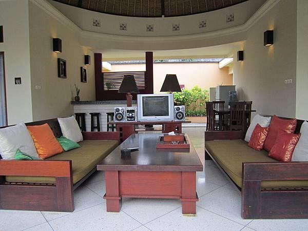 2011.1.29~2.2-峇里島-5-MUTIARA JIMBARAN VILLA(金巴蘭區)-住房全貌-5(第二'三客房中間客廳).JPG