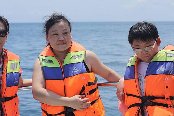 2011.1.29~2.2-峇里島-2-星願灣日遊-2-5(前往亞特蘭提斯號潛艇~宮主&小少爺).JPG