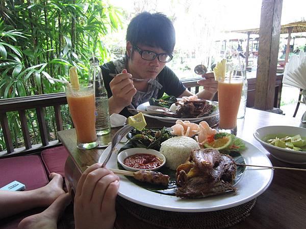 2011.1.29~2.2-峇里島-3-髒鴨風味餐餐廳-4(大少爺).JPG