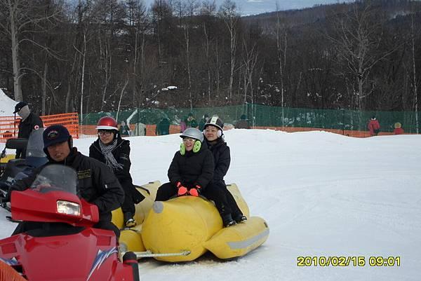 99.2-北海道-旭山滑雪場-11(雪上香蕉船).JPG