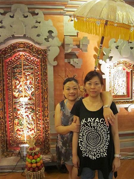 2011.1.29~2.2-峇里島-4-珍寶皇家貴族秀餐館-5(宮主&Amy).JPG