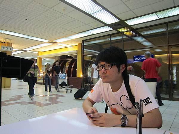 2011.1.29~2.2-峇里島-5-機場咖啡廳-1(大少爺).JPG