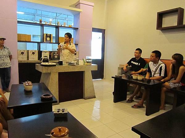 2011.1.29~2.2-峇里島-4-黃金咖啡工廠-4(咖啡王子解說員1號店).JPG