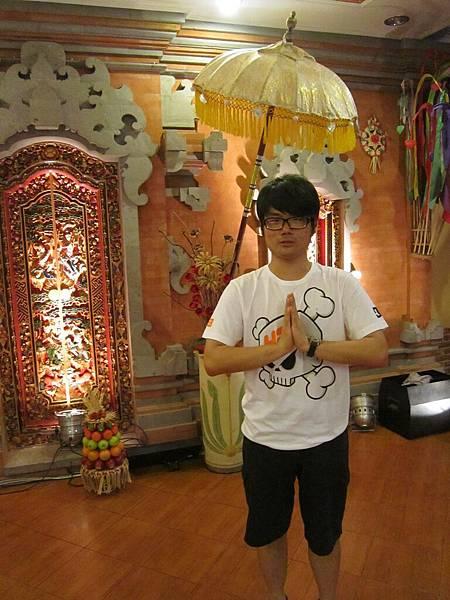 2011.1.29~2.2-峇里島-4-珍寶皇家貴族秀餐館-6(大少爺).JPG