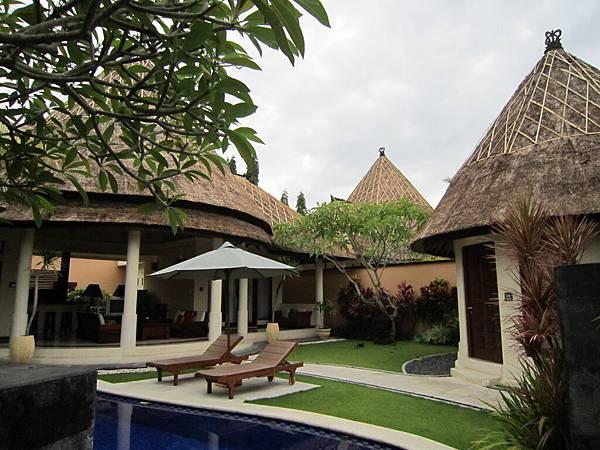 2011.1.29~2.2-峇里島-5-MUTIARA JIMBARAN VILLA(金巴蘭區)-住房全貌-3(第一&第二客房).JPG