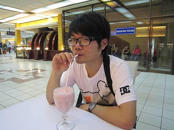 2011.1.29~2.2-峇里島-5-機場咖啡廳-2(大少爺).JPG