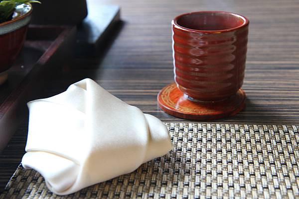桌上的餐巾很可愛,是和服狀