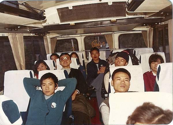 中橫公路上的中興號巴士車內