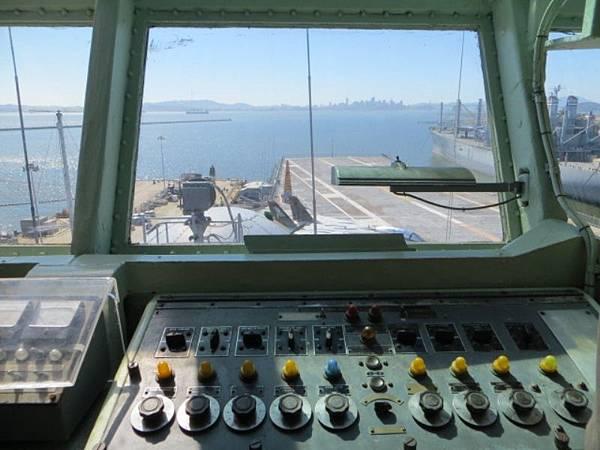9109 甲板上空管指揮塔.JPG