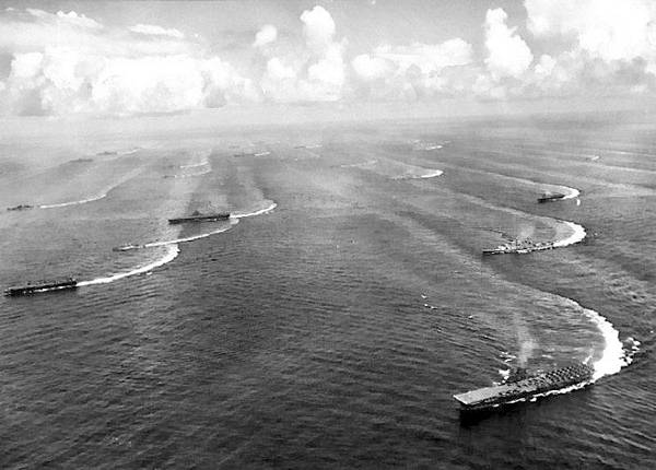 9131 Task_Force_38_off_the_coast_of_Japan_1945.jpg