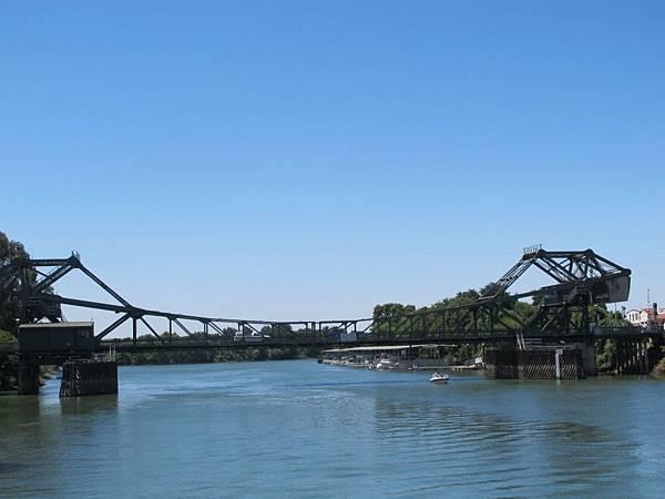 028 220 河堤橋樑全景.JPG