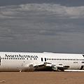 184 210 飛機墳場_解體中的澳洲航空波音767.jpg