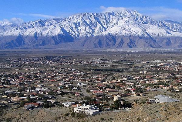 213 010 鳥瞰DHS 背景為Mt San Jacinto.jpg