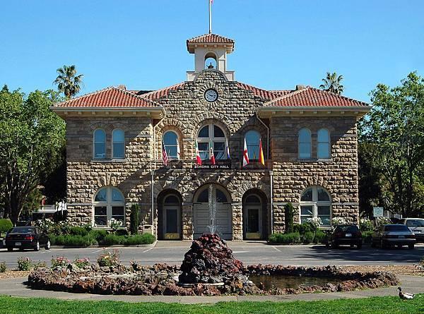 368 010 Sonoma City Hall.jpg