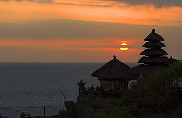 uluwatu-temple-sunset-jimbaran-bali-indonesia