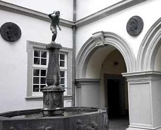 Schängelbrunnen fountain.jpg