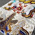 白底金龍軟身龍袍,浮棉金蔥金龍。