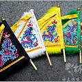 新發繡藝-太子背的小五方旗--002