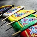 新發繡藝-太子背的小五方旗--005
