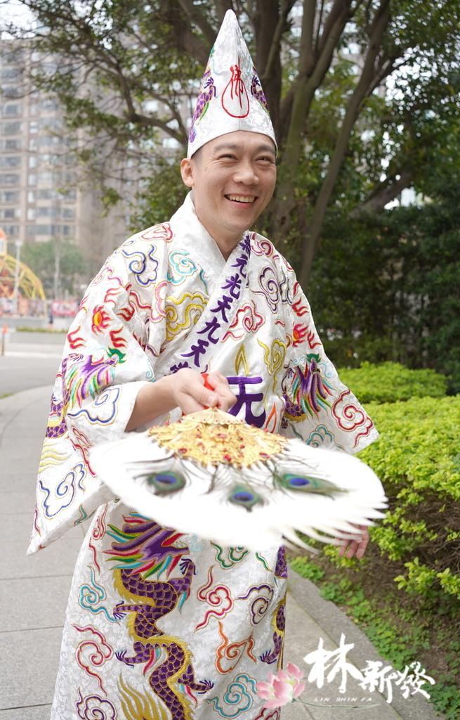 白色濟公袍-003.JPG