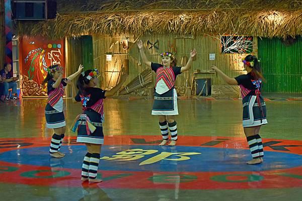 鄒族舞蹈--35103.JPG