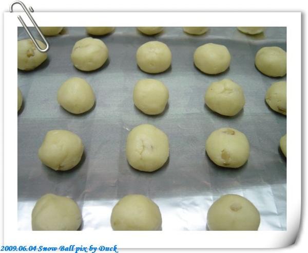 揉成球狀擺放在烤盤中預備烘烤-1.jpg