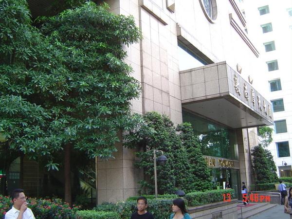 公司大樓門口