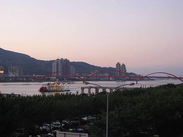 從古佛洞外遠看關渡大橋及八里淡水河岸美景1.JPG