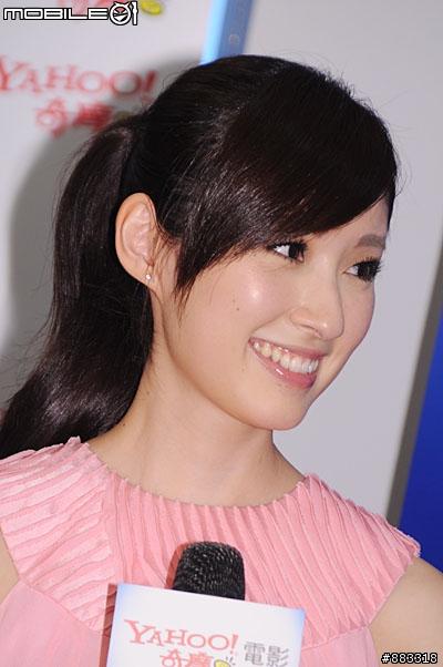 ▼這段開始是網友模仿電影明星的時間,田中千繪的笑點很低,只要稍微有趣的就會露出開心表情。
