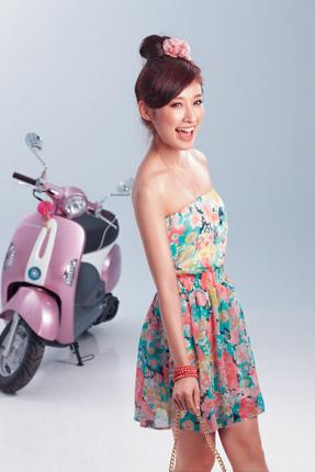 粉色花朵印花洋裝 NTD 5,280/Lilian