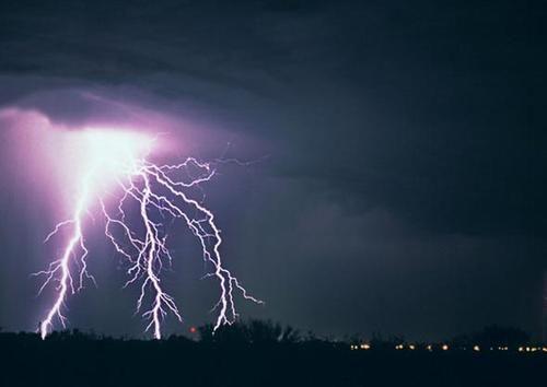 自然界殺傷力巨大的雷電現象