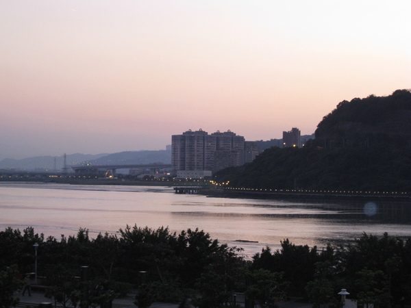 從古佛洞外遠看五股淡水河岸美景.JPG