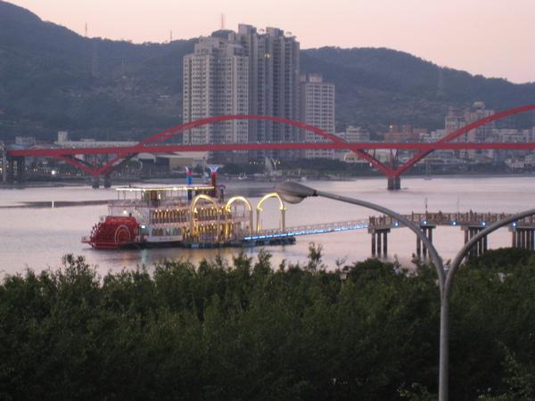 從古佛洞外遠看關渡大橋及八里淡水河岸美景2.JPG