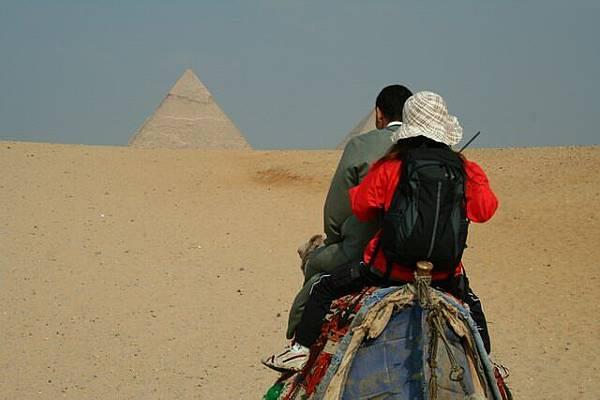金字塔出現在眼前
