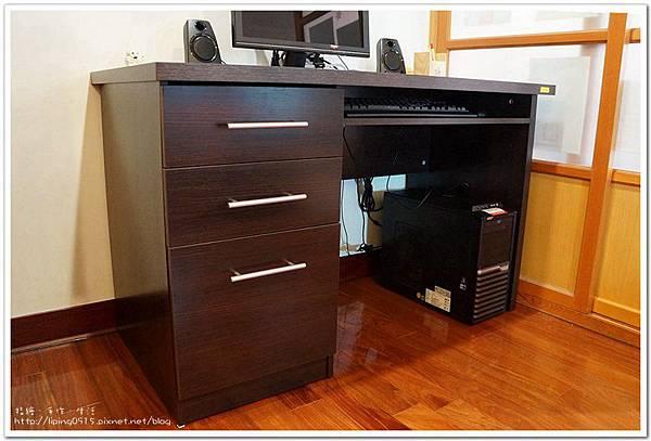 desk15.jpg