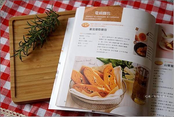 番茄羅勒麵包07.jpg