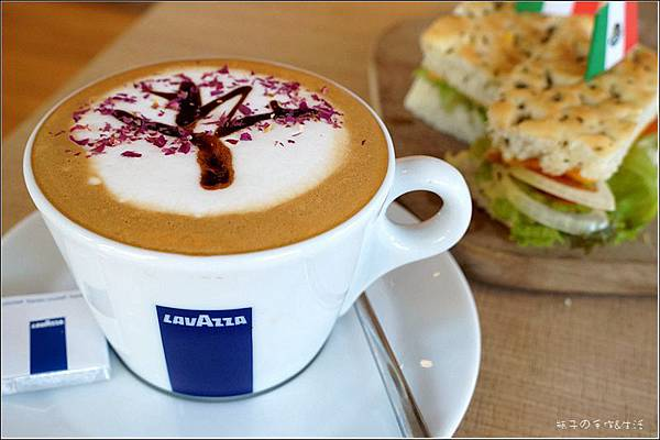 JJ cafe01.jpg