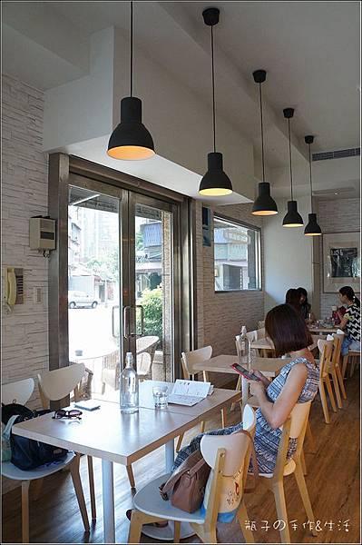 JJ cafe06.jpg