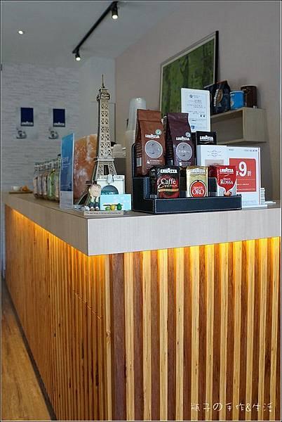 JJ cafe09.jpg