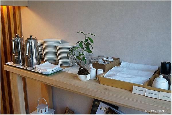 JJ cafe10.jpg