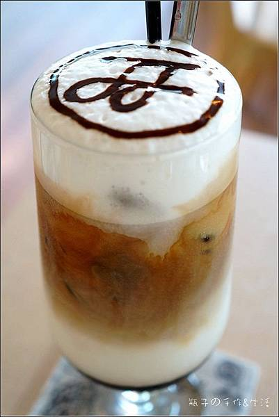 JJ cafe21.jpg