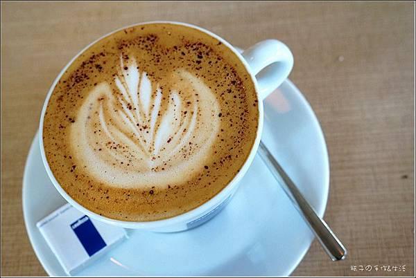 JJ cafe23.jpg