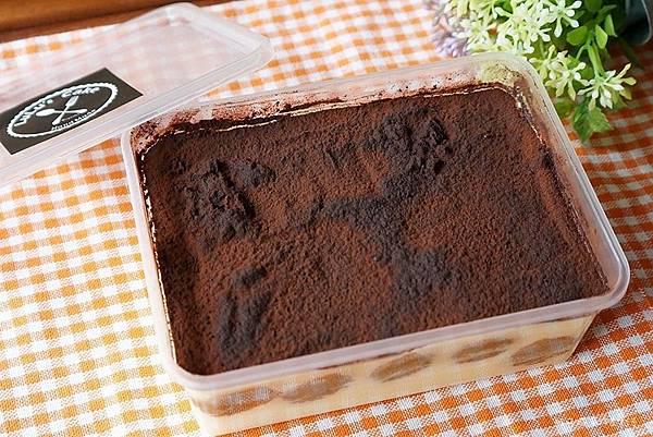 Lulu's Cake10.jpg